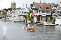 Henley, GREAT BRITAIN, Henley Riverside houses 2008 Henley Royal Regatta, on  Sunday, 06/07/2008,  Henley on Thames. ENGLAND. [Mandatory Credit:  Peter SPURRIER / Intersport Images Rowing Courses, Henley Reach, Henley, ENGLAND . HRR