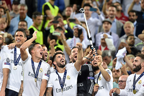 Real Madrid team group, MAY 28, 2016 - Football / Soccer : Players of Real Madrid take a selfie after winning the penalty shoot-out during the UEFA Champions League final match between Real Madrid 1(5-3)1 Atletico de Madrid at Stadio Giuseppe Meazza San Siro in Milan, Italy. (Photo by aicfoto/AFLO)