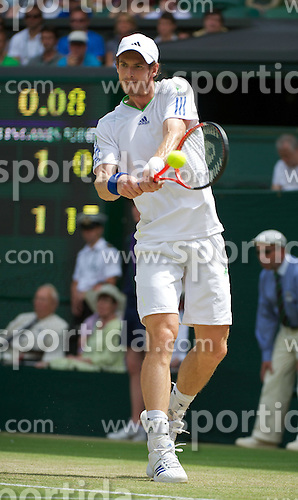 27.06.2011, Wimbledon, London, GBR, ATP World Tour, Wimbledon Tennis Championships, im Bild Andy Murray (GBR) in action during the Gentlemen's Singles 4th Round match on day seven of the Wimbledon Lawn Tennis Championships at the All England Lawn Tennis and Croquet Club. EXPA Pictures © 2011, PhotoCredit: EXPA/ Propaganda/ David Rawcliffe +++++ ATTENTION - OUT OF ENGLAND/UK +++++ // SPORTIDA PHOTO AGENCY