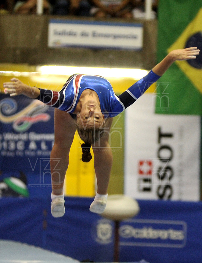 CALI – COLOMBIA – 30-07-2013: Rachael Letsche de Gran Bretaña durante prueba de Gimnasia Acobatica en los IX Juegos Mundiales Cali, julio 30 de 2013. (Foto: VizzorImage / Luis Ramirez / Staff). Rachael Letsche from Great Britain during a competition in Acrobatic Gymnasia in the IX World Games Cali, July 30, 2013. (Photo: VizzorImage / Luis Ramirez / Staff).