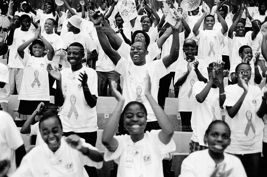 """Cameroon. Yaounde. Congress hall. Last days of HIV Aids week (nov 26 to dec1 2001). Celebrations for Aids day which is is on the first of december. Group of students wearing T-shirts with logo """" Stop Aids"""" . © 2001 Didier Ruef"""