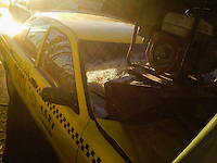 Quer&eacute;taro, Qro. 29 de diciembre de 2015.- Un taxi se impacta en contra de la parte trasera de una pipa de agua cuando circulaba carretera libre a Celaya a la altura de Balvanera en este percance no hubo personas lesionadas.<br /> <br /> Foto: Oscar Aguilar.