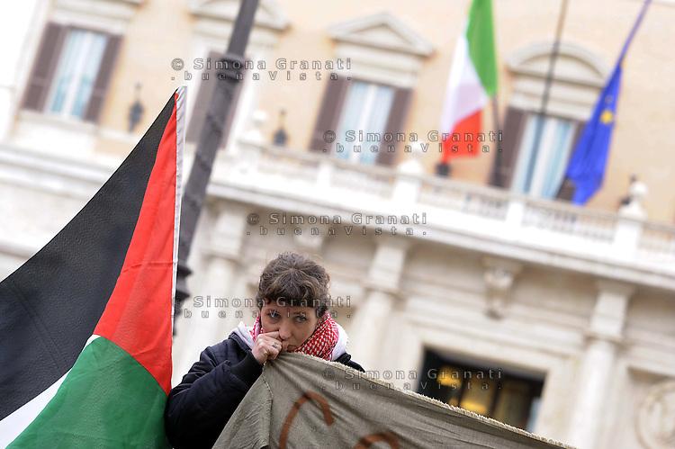 Roma,15 Aprile 2011.Piazza Montecitorio, palazzo del Parlamento.Presidio e conferenza stampa della Rete Romana in solidarietà con la Palestina per ricordare Vittorio Arrigoni ucciso nella notte e contro l'occupazione israeliana