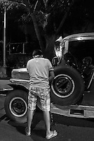 A Jeepney Driver has no choice but to pee on the road due to a massive traffic jams