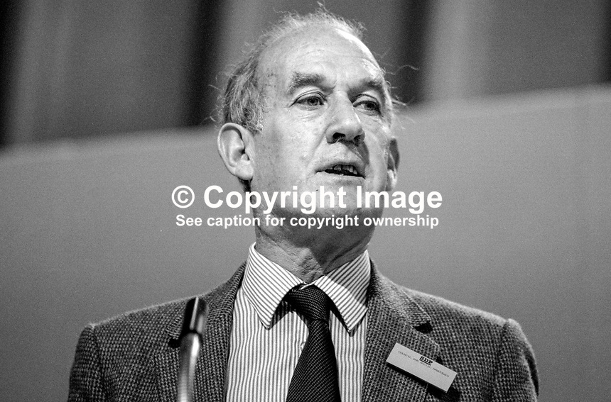 Anthony Sampson, prominent member, SDP, Social Democratic Party, journalist, author, writer, commentator, UK, speaking at annual conference, September, 1984, 19840110AS1..Copyright Image from Victor Patterson, 54 Dorchester Park, Belfast, UK, BT9 6RJ..Tel: +44 28 9066 1296.Mob: +44 7802 353836.Voicemail +44 20 8816 7153.Skype: victorpattersonbelfast.Email: victorpatterson@me.com.Email: victorpatterson@ireland.com (back-up)..IMPORTANT: If you wish to use this image or any other of my images please go to www.victorpatterson.com and click on the Terms & Conditions. Then contact me by email or phone with the reference number(s) of the image(s) concerned.
