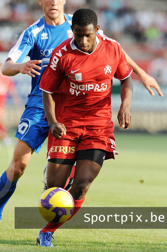 KV Kortrijk : Ebrahima Ibou Sawaneh..foto VDB / BART VANDENBROUCKE