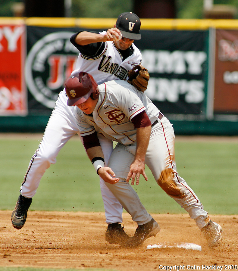 TALLAHASSEE, FL 6/12/10-FSU-VANDY BASE10 CH-Florida State's Stuart Tapley collides with Vanderbilt's Anthony Gomez  after being tagged at second base as part of a double play in the second inning Saturday during NCAA Super Regional action at Dick Howser Stadium in Tallahassee. The Commodores beat the Seminoles 6-2 to stay alive for game three...COLIN HACKLEY PHOTO