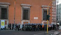 Roma  15 Ottobre 2011.Manifestazione contro la crisi e l'austerità.Scontri tra manifestanti e forze dell'ordine.Le forze dell'ordine entrano in piazza porta San Giovanni .