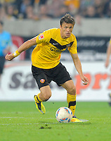 Fussball, 2. Bundesliga, Saison 2011/12, SG Dynamo Dresden - Eintracht Frankfurt, Montag (26.09.11), gluecksgas Stadion, Dresden. Dresdens Zlatko Dedic am Ball.