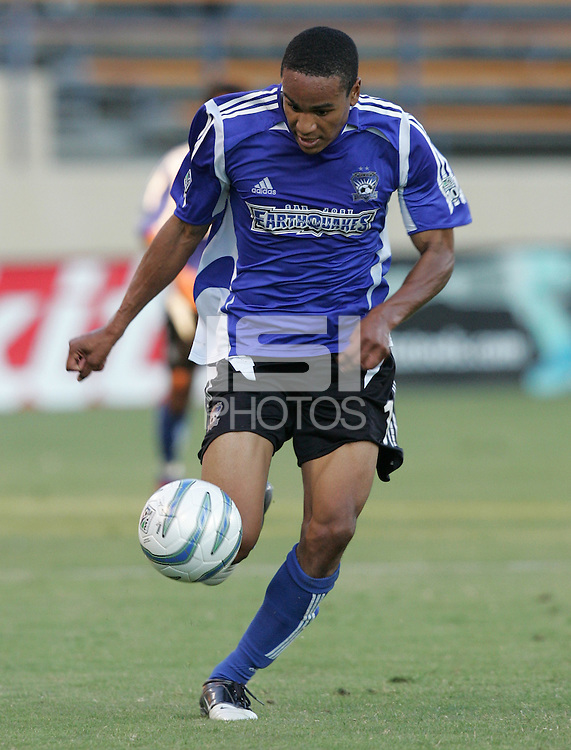6 August 2005:  Ricardo Clark of the Earthquakes in action against the Crew at Spartan Stadium in San Jose, California.   Earthquakes defeated Crew, 2-1.   Credit: Michael Pimentel / ISI