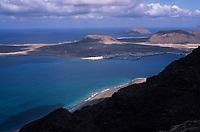 Europe/Espagne/Iles Canaries/Lanzarote : Vue sur l'île de Graciosa depuis le mirador del Rio