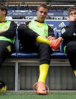 FUSSBALL   1. BUNDESLIGA   SAISON 2011/2012   31. SPIELTAG FC Schalke 04 - Borussia Dortmund                      14.04.2012 Mario Goetze (Borussia Dortmund) sitzt auf der Ersatzbank