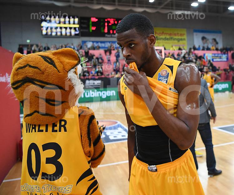 Basketball  1. Bundesliga  2016/2017  Hauptrunde  14. Spieltag  16.12.2016 Walter Tigers Tuebingen - Alba Berlin Enttaeuschung Tigers; Julian Washburn (re) und Maskotten Walter