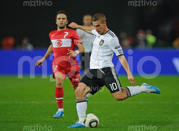 Fussball Euro 2012 Qualifikation  Deutschland - Tuerkei V.l.: GOEKHAN GOENUEL (TUR) gegen Lukas PODOLSKI (GER).