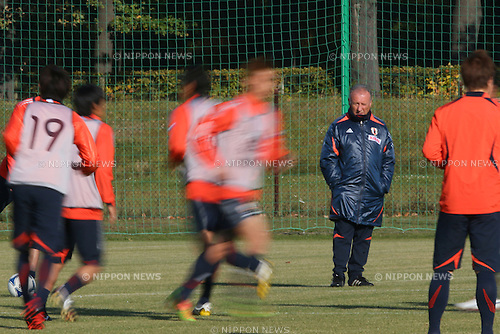 Alberto Zaccheroni (JPN), .OCTOBER 14, 2012 - Football /Soccer : .Japan national team training .at Akademia Wychowania Fizycznego We Wroclawiu, .Wroclaw, Poland. .(Photo by YUTAKA/AFLO SPORT) [1040]
