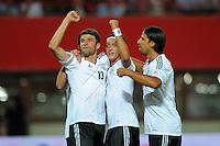 Fussball International  WM Qualifikation 2014   11.09.2012 Oesterreich - Deutschland Jubel mit Thomas Mueller mit Mesut Oezil und Sami Khedira (v. li., Deutschland)