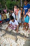 Pecheur pr&eacute;sentant une peau de crocodile marin<br /> <br /> Crocodile marin, Crocodylus porosus, dans le village de Bonebone dans les iles Banggais aux Sulawesis en Indon&eacute;sie - Mission Banggai Cardinal Fish, Mai 2008, Act for Nature - Musee oceanographique de Monaco