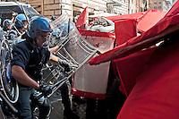 Roma 14 Giugno 2012.Manifestazione  di studenti e precari contro  il DDL Fornero e contro la diseguaglianza economica e sociale. I manifestanti tentano di raggiungere Montecitorio ma vengono caricati dalla polizia