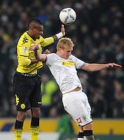 FUSSBALL   1. BUNDESLIGA   SAISON 2011/2012    15. SPIELTAG Borussia Moenchengladbach - Borussia Dortmund        03.12.2011 Felipe SANTANA (li, Dortmund) gegen Mike HANKE  (re, Moenchengladbach)