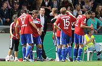 FUSSBALL   DFB POKAL   SAISON 2011/2012  1. Hauptrunde SpVgg Unterhaching - SC Freiburg             31.07.2011 Trainer Heiko Herrlich (Unterhaching) mit dem Team