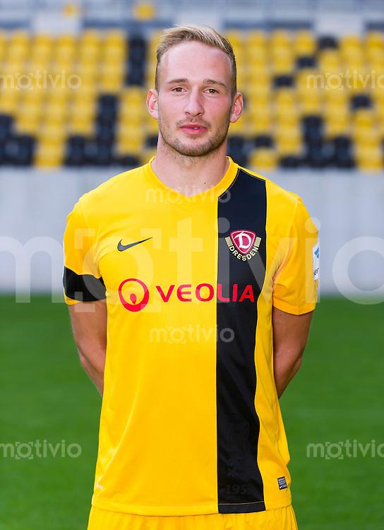 Fussball, 2. Bundesliga, Saison 2013/14, SG Dynamo Dresden, Mannschaftsvorstellung, Mannschaftsfoto, Portraittermin Toni Leistner.