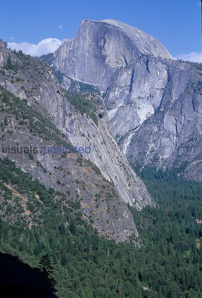 Half Dome, Yosemite Valley, California, USA.