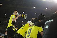 FUSSBALL   1. BUNDESLIGA   SAISON 2011/2012    14. SPIELTAG Borussia Dortmund - FC Schalke 04      26.11.2011 Kevin GROSSKREUTZ (Dortmund) jubelt mit dem Megaphon auf dem Zaun vor der Suedtribuene