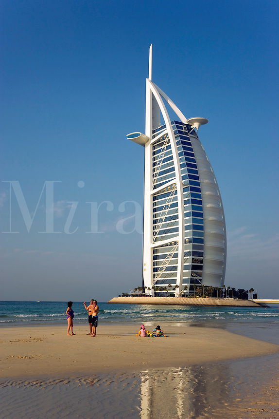Dubai burj al arab hotel mira images for Sail shaped hotel dubai