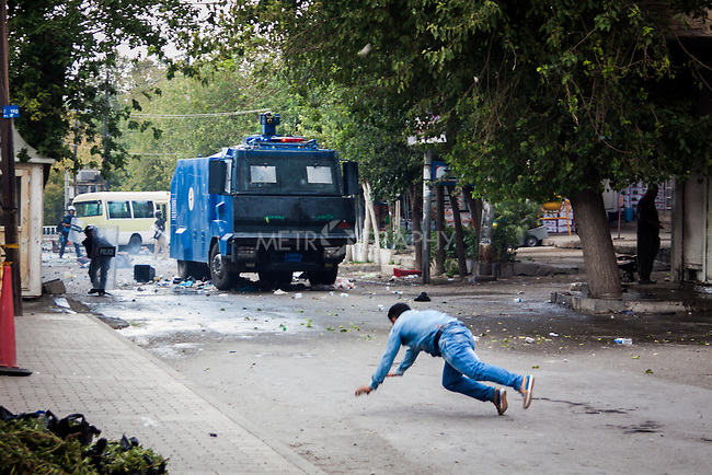 10/10/2015--Sulaimaniyah,Iraq-- A man falling into the ground after throwing a rock against police forces.
