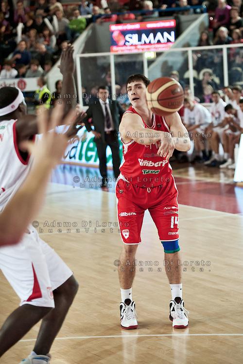 TERAMO 15/01/2012 - BASKET LEGA SERIE A1 CAMPIONATO 2011 - 2012: INCONTRO BANCA TERCAS TERAMO - CIMBERIO VARESE.NELLA FOTO KANGUR VARESE.FOTO DI LORETO ADAMO