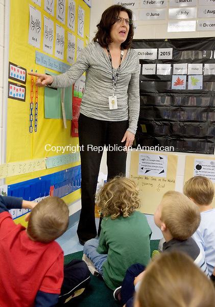 MIDDLEBURY CT. 02 October 2015-100215SV07-Patricia Hahn, teacher, teaches math to her kindergarten class at Long Meadow Elementary School in Middlebury Friday. Teachers are using new math materials the district got for grades K to 3 this year. <br /> Steven Valenti Republican-American