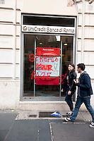 """Roma, 27 Ottobre 2012: .No Monti Day, manifestazione nazionale contro le politiche del  governo Monti..Una banca imbratta dai manifestanti..""""No Monti Day"""" protest in Rome against the austerity cuts of the Italian government.."""