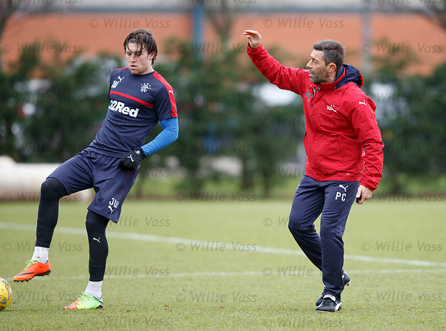 Pedro Caixinha asking the players to talk and comminicate on the ball