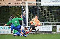 VOETBAL: SURHUISTERVEEN: Sportpark 't Ketting, 20-10-2012, vv 't Fean '58 - SC Veenwouden, Eindstand 2-1, drukte voor het doel van keeper Jelmer van der Meer (#1 | 't Fean '58), ©foto Martin de Jong