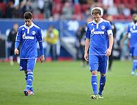 FUSSBALL   1. BUNDESLIGA  SAISON 2011/2012   32. Spieltag FC Augsburg - FC Schalke 04         22.04.2012 Sergio Escudero Palomo (li.) mit Benedikt Hoewedes (FC Schalke 04)