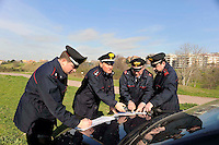 Roma  16  Febbraio 2009  .Il Colonnello ,comandante del reparto territoriale Carabinieri Roma, durante un briefing con i suoi uomini prima di  controllare il Parco della Caffarella, dove  una ragazza e stata stuprata da due immigrati romeni..Rome, February 16, 2009.The Colonel Alessandro Casarsa, commander of the Territorial Carabinieri Department Rome, during a briefing with his men before checking the Caffarella Park, where a girl was raped by two Romanian immigrants.....
