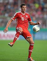 FUSSBALL       DFB POKAL 1. RUNDE        SAISON 2013/2014 in Osnabrueck BSV Schwarz-Weiss Rehden  - FC Bayern Muenchen  06.08.2013 Daniel van Buyten (FC Bayern Muenchen) am Ball