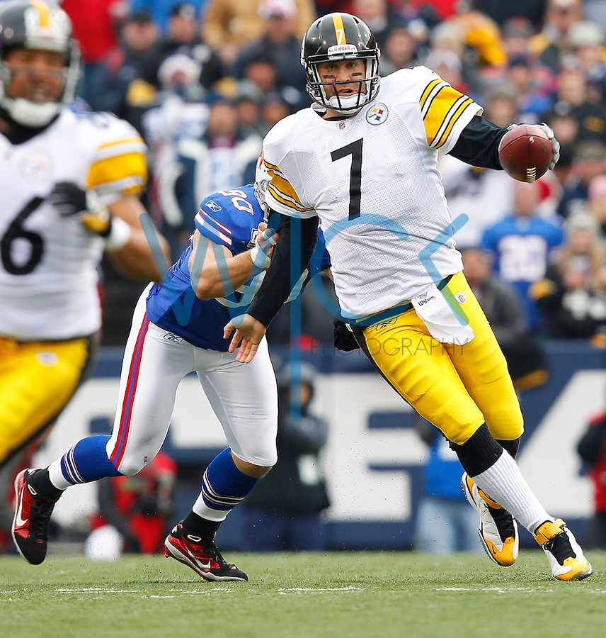 ORCHARD PARK, NY - NOVEMBER 28:  Ben Roethlisberger #7 of the Pittsburgh Steelers evades a tackle from Chris Kelsay #90 of the Buffalo Bills during the game on November 28, 2010 at Ralph Wilson Stadium in Orchard Park, New York.  (Photo by Jared Wickerham/Getty Images)