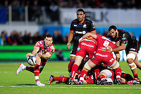 Gareth Davies of the Scarlets passes the ball. European Rugby Champions Cup match, between Saracens and the Scarlets on October 22, 2016 at Allianz Park in London, England. Photo by: Patrick Khachfe / JMP