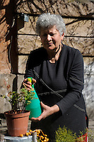 Lucica Irimie, agronoma 60 anni, si occupa dell &ldquo;Orto e Clinica delle piante&rdquo; della Casa Lucha Y Siesta, struttura il sostegno delle donne in difficolt&agrave;.<br /> Lucica Irimie, agronomist 60 years old, is engaged in &quot;Ortho Clinical and plants&quot; of the Lucha Y Siesta, structure for support of women in need.