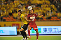 (L to R) Naoya Kondo (Reysol), Shinzo Koroki (Antlers),JULY 23, 2011 - Football : 2011 J.LEAGUE Division 1,6th sec between Kashiwa Reysol 2-1 Kashima Antlers at National Stadium, Tokyo, Japan. (Photo by Jun Tsukida/AFLO SPORT) [0003]