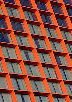Hesperia Tower Hotel (*****) ; 1999 - 2006 ; Richard Rogers (Firenze, Italy, 1933 ; lives and works in London) ; Hospitalet, Barcelona, Catalonia, Spain ; 105-metre high, 30-storey flagship hotel tower adjacent to la Gran Via, a busy motorway that leads out to the airport and which is to be transformed into an attractive new boulevard; Capsule on the top of the hotel is a restaurant with Chef Santi Santamaría, a national three stars cooker on the Michelin guide. Picture by Manuel Cohen