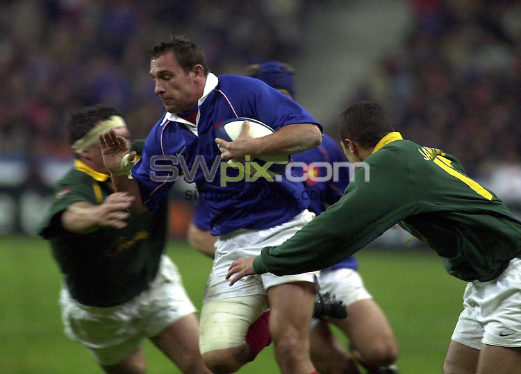 Pix: Dave Winter/SWpix.com.....International Rugby Union..France v SouthAfrica. 10/11/2001..COPYWRIGHT PICTURE>>SIMON WILKINSON>>01943 436649>>..Frances David Bory crashes through South African tacklers