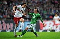FUSSBALL   1. BUNDESLIGA   SAISON 2011/2012    14. SPIELTAG SV Werder Bremen - VfB Stuttgart       27.11.2011 William KVIST (li, Stuttgart) gegen Philipp BARGFREDE (re, Bremen)