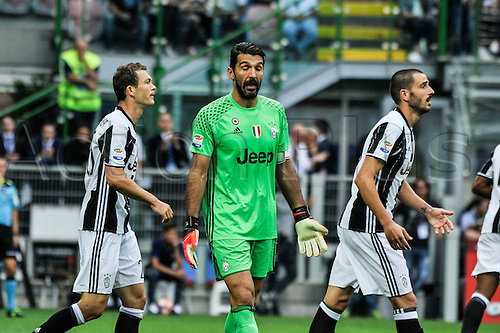 18.09.2016. San Siro Stadium, Milan, Italy. Gianluigi Buffon Keeper of Juventus gives his defense soem words of wisdom during Italian Serie A League Football. Inter versus Juventus.