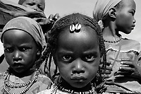 Bahai, Eastern Tchad, June 11, 2004.Zubeida, center, and her friends are among approximatively 6000 Sudanese refugees who have been living for over 4 months in makeshift shelters in Wadi Howa, marking the border between Tchad and Sudan, without hardly any outside help.