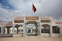 TUNISIA dopo la rivoluzione: il Governatorato di Sidi Bouzid. La bandiera della Tunisia sventola sopra l' edificio del Governatorato pieno di scritte murali, con la data dell'inizio della rivoluzione<br /> <br /> TUNISIA after spring revolution