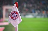 Fussball  1. Bundesliga  Saison 2016/2017  16. Spieltag  FC Bayern Muenchen - RB Leipzig        21.12.2016 Eckfahne mit FC Bayern Wappen in der Allianz Arena