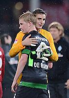 FUSSBALL   1. BUNDESLIGA   SAISON 2012/2013  5. SPIELTAG  26.09.2012 SC Freiburg - SV Werder Bremen JUBEL SV Werder Bremen; Torwart Sebastian Mielitz (re) umarmt Kevin De Bruyne