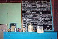 L'Avana, interno di negozio alimentare, lavagna con i prezzi dei prodotti  Havana , inside of a grocery store , whiteboard with the prices of products